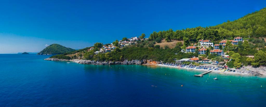 Awọn ile Hotels Skopelos Adrina