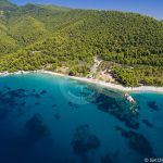 Foto aérea de praias de Skopelos Milia Beach