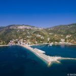 Скопелос пристанища Glossa Loutraki Port Aerial Photo