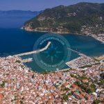 Letecká fotografia mesta Skopelos