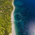 Foto aerea della spiaggia di Skopelos Velanio