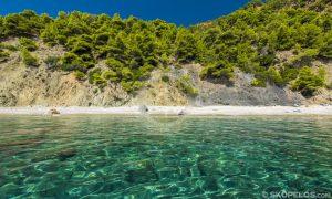 παραλίες της Σκοπέλου, velanio beach skopelos, παραλία γυμνιστών