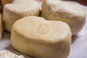 skopelos helyi termékek gerakis kecskesajt katiki ladotiri trahanas tej