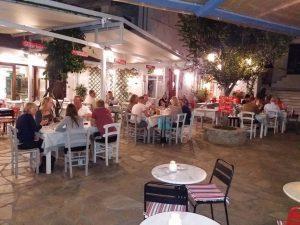 Plateia hal parlaq, Kənd Skopelos parıltı
